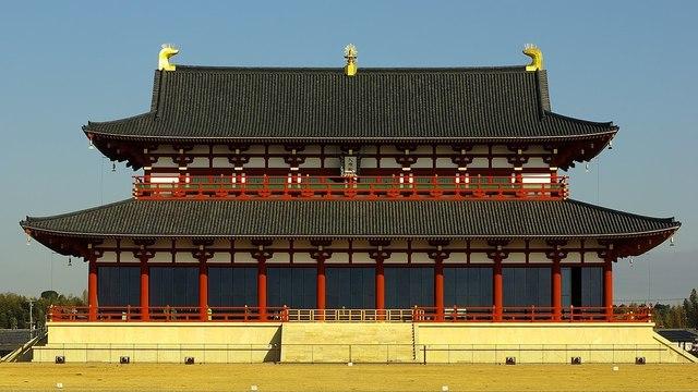 復元された平城宮第一次大極殿1200px-Daigokuden_16-9.jpg
