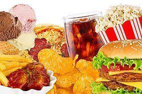 糖質と動物性たんぱく脂質が加工された工業食品.jpg